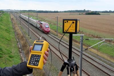 IMG_8762  Mesure du champ électrique et du champ magnétique produit par une ligne de chemin de fer